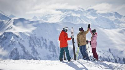 group-trip-saalbach-skiing